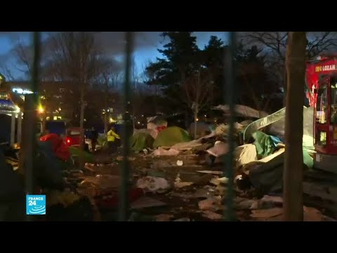 السلطات الفرنسية تجلي مهاجرين وتفكك مخيمهم من موقع في شمال باريس  - نشر قبل 1 ساعة