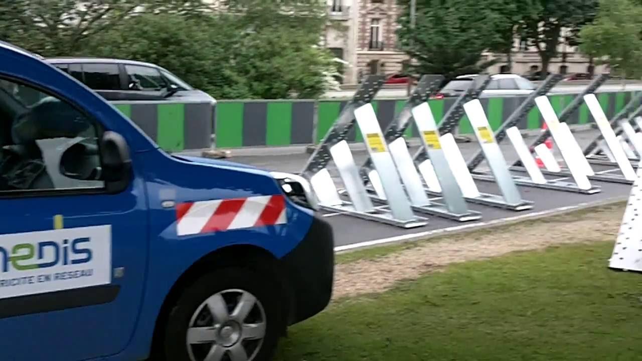 Aqua barri res anti inondations pos es par enedis erdf crue de la seine paris le 3 juin 2016 for Barriere anti inondation belgique
