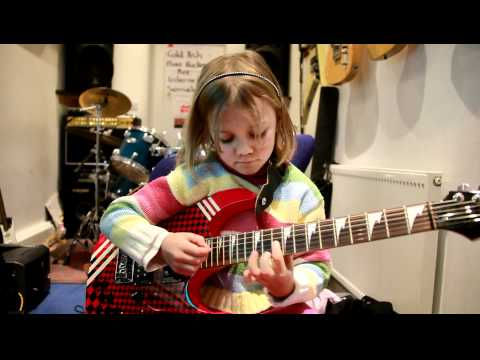 7 year old Mini Band guitarist Zoe Thomson plays Sweet Child O Mine by Guns' 'N Roses