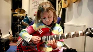 7 year old Mini Band guitarist Zoe Thomson plays Sweet Child O Mine by Gun