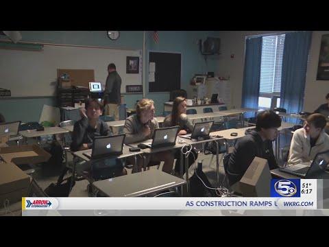 Gulf Shores High School students get MacBook Air laptops