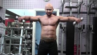 Техника тренировки плеч. Махи гантелями в стороны стоя. Тренировка с читингом для увеличения плеч