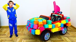 German Joy drives a car from cubes  Ребенок сделал машину из кубов