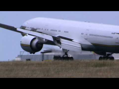 Landing Boeing 777-236 Gabon - Government TR-KPR Champions League Day 24-05-2014