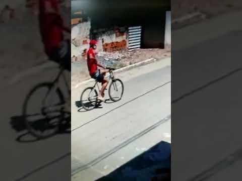 Câmera flagra ciclista atirando em jovem em Marataízes