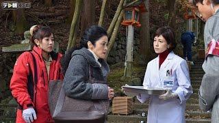 早朝、京都市内の寺院の階段下で、近所に住む資産家・和田茂(小倉一郎...