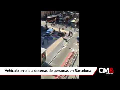 Vehículo arrolla a decenas de personas en Barcelona