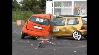 Ford Focus Estate Vs. Renault Twingo (119 Km/h) Side Impact (Crash-Test Service)