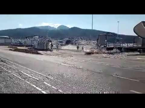 La Guardia Civil ahuyenta a los migrantes del Puerto de Ceuta persiguiéndoles en coche