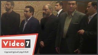 عمرو عبد الجليل يتلقى عزاء شقيقه السيناريست طارق عبد الجليل بمسجد الرحمن الرحيم