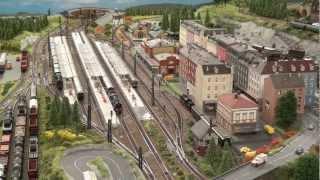 Modelleisenbahn Spur N: Züge und Triebwagen im Hauptbahnhof auf meiner Anlage