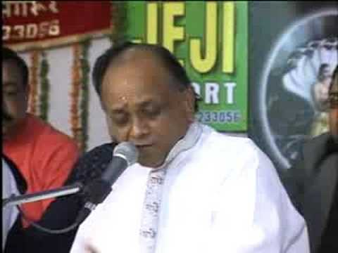 SHRI VINOD AGARWAL SINGING BHAJAN IN -----------1