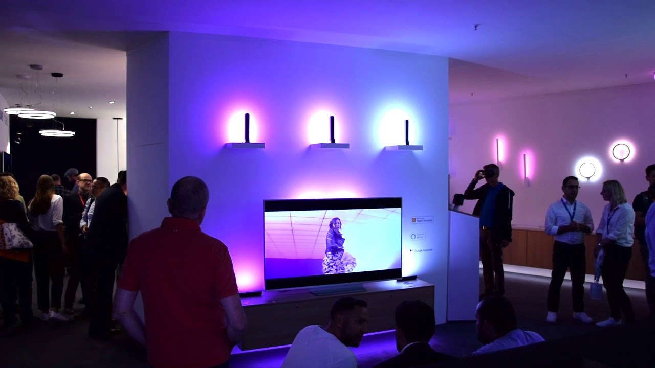 Philips Hue Play Lightbars Verbunden Mit Fernseher Ifa 2018 Berlin Youtube