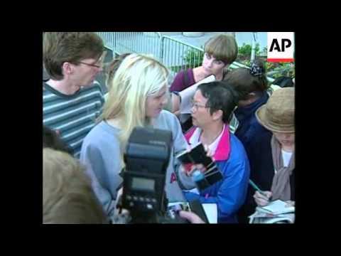 USA: NEW YORK: TWA BOEING 747 CRASH: SORROW OF VICTIMS FAMILIES