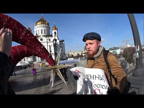 Видео: Верующие вышли на пикеты в защиту политзаключенных к Храму Христа Спасителя