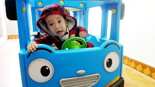 Rua plays bus driver 🚌 Wheels on the bus SONG 🚌 Baby Songs