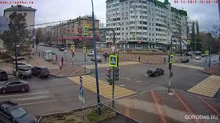 В Липецке автомобиль сбил девушку на перекрестке