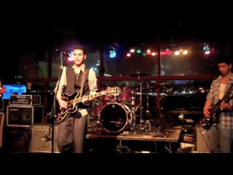 7PM - Fade Away (Acoustic Version) (Live From Battle On The Border) [12-16-2010]