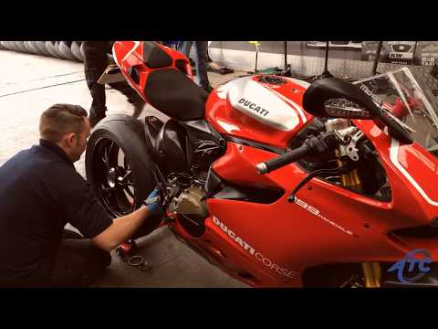 Ride-In Ride-Out Tyre Fitting on Ducati Superbike 1199 Panigale R