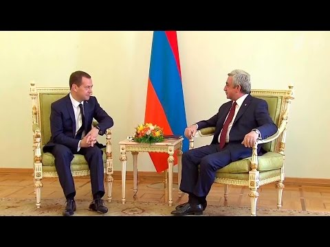 В Ереване состоялись переговоры премьер‑министра РФ Д.Медведева и президента Армении С.Саргсяна.
