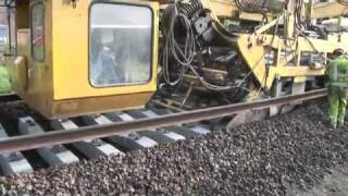 Как укладывают пути на западе(Строительство и укладка железнодорожных путей на западе., 2010-12-09T14:41:01.000Z)