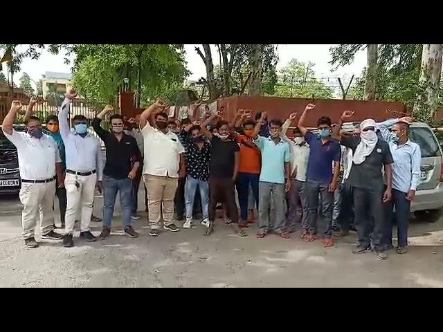 ग़ाजियाबाद ट्रांस हिंडन में हॉस्पिटल की मांग को लेकर झंडापुर और साहिबाबाद के लोगो ने किया प्रदर्शन.