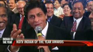 NDTV awards: SRK sings to Priyanka Chopra