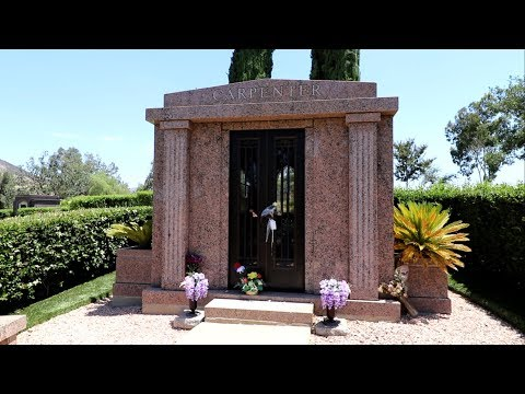 #707 The Grave of KAREN CARPENTER & Natas Pastries! - Daily Vlog (7/14/18)