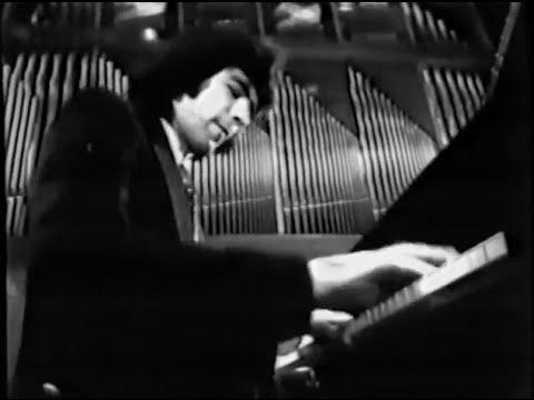 Youri Egorov talks and plays Chopin Scherzo no. 2 - video 1975