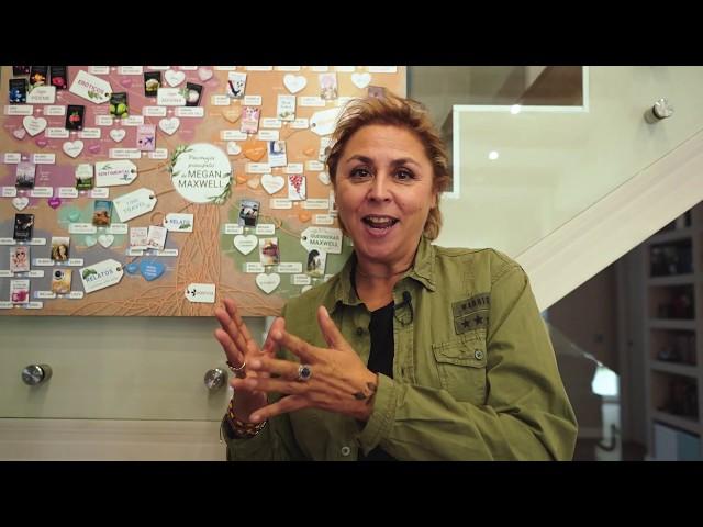 Firmas y regalo en la gira TAMPOCO PIDO TANTO de Megan Maxwell
