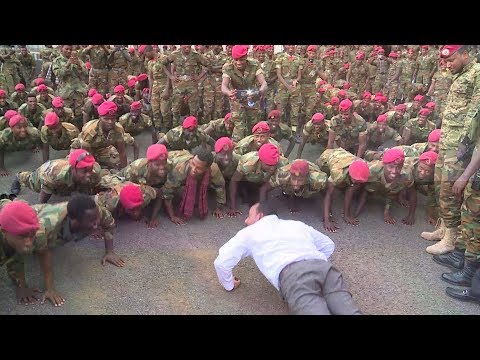 Ethiopian prime minister does push-ups with soldiers