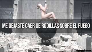 Repeat youtube video Miley Cyrus - Wrecking Ball (Traducida al español) (Video Oficial)