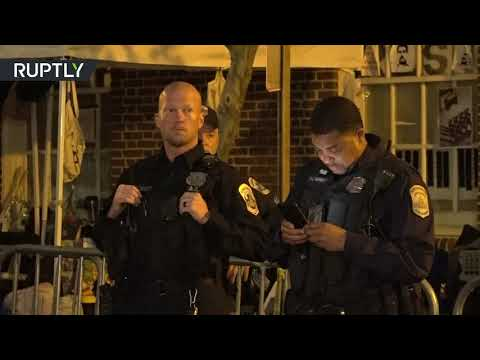 US police fail to evict activists from Venezuelan embassy so that Guaido's supporters could move in