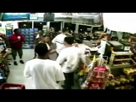 2 vs 1 (and strangers help) Street Fight (ShopFight)