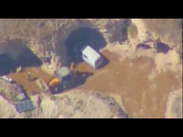 Resultado de imagem para Defesa russa divulga VÍDEO de radicais do Daesh roubando 2 barris de cloro na Síria