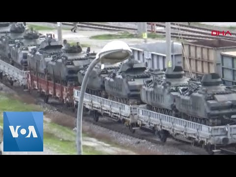 Turkey Sends Tanks to the Syrian Border