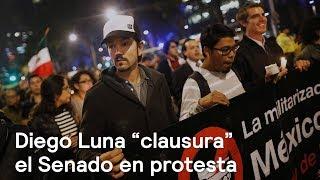 """Diego Luna """"clausura"""" el Senado en protesta - Política - En Punto con Denise Maerker thumbnail"""