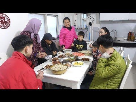 两锅饺子一桌菜,一家团聚其乐融融,北方农村年夜饭看馋多少人? 【泥土的清香】