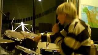 Zaehne putzen & Schlagzeug spielen!!!