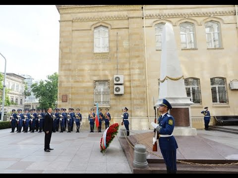 President Ilham Aliyev visited a monument to Azerbaijan Democratic Republic