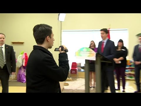 Trudeau called 'scumbag' by camcorder-wielding man in Winnipeg