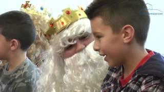 Centos de nenos e nenas visitaron aos Reis Magos
