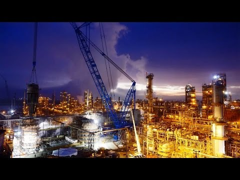 Towering Crane Helps Replace the FCC at Chevron's Richmond Refinery