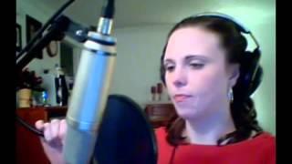 Девушка классно поет партию инопланетной певицы из 5 Элемента  Тот самый высокий момент, который даж