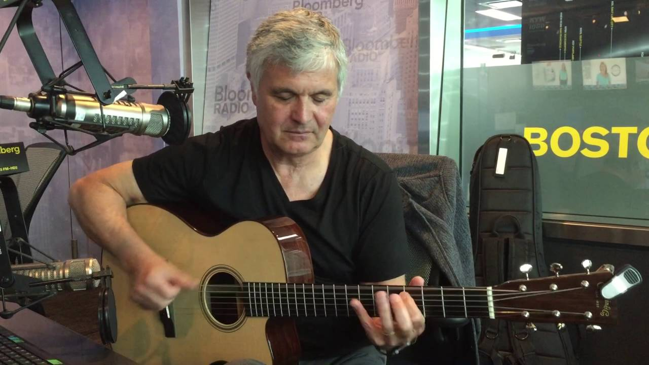 "Throwback Thursday: Laurence Juber Plays the Beatles' ""I Saw"