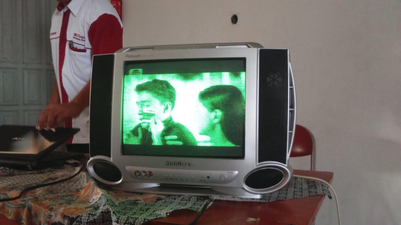Televisi Tidak Normal Berwarna Hijau
