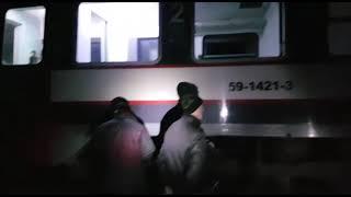 Tren deraiat, repus pe șine