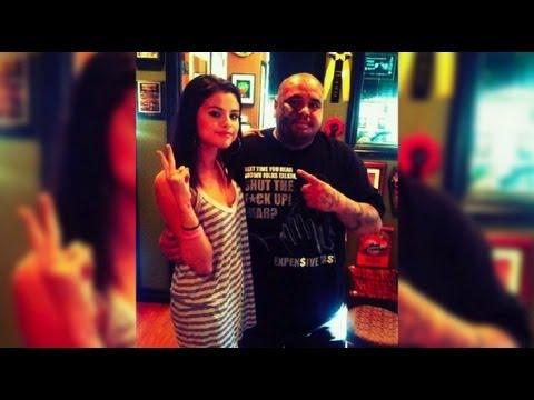 Selena Gomez Gets a Tattoo!