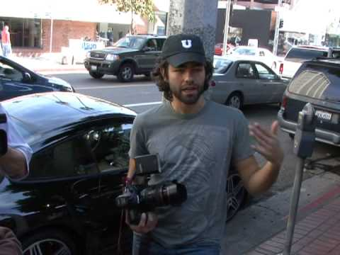 Adrian Grenier is now a paparazzi.