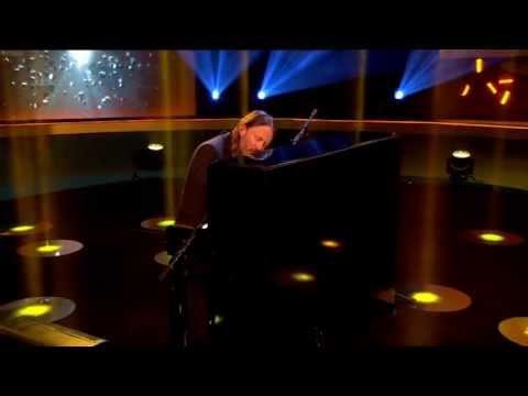 Thom Yorke - Karma Police (Live Jonathan Ross Show)